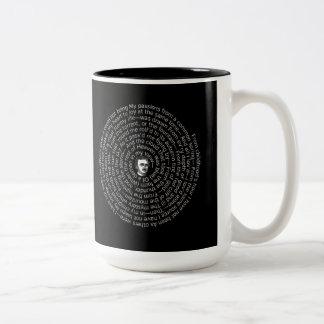 Poe-dikt som ÄR ENSAM i en spiral Två-Tonad Mugg