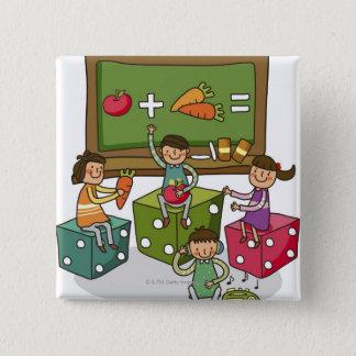 Pojke och två flickor som sitter på tärning med standard kanpp fyrkantig 5.1 cm