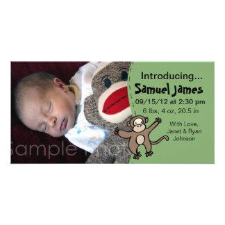 Pojkefödelsemeddelande i grönt med apan fotokort