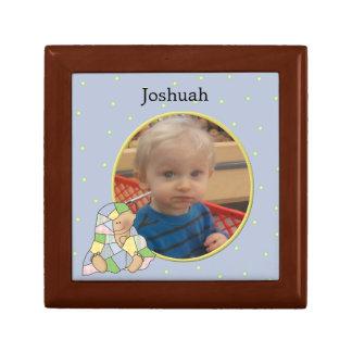 Pojkefotoet belägger med tegel boxas minnesask