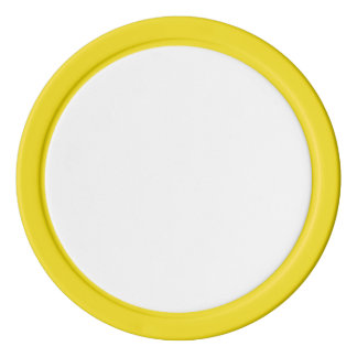 Pokerchiper med den gula fasta kanten set av poker chips