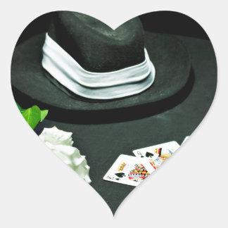 Pokergangstervapnet steg hjärtformat klistermärke