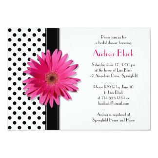 Polkaen pricker den rosa daisyinbjudningskort för 12,7 x 17,8 cm inbjudningskort