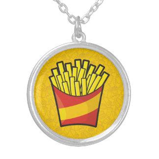 Pommes frites halsband med rund hängsmycke