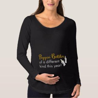 Poppa meddelande för flaskagott nytt årbaby t-shirts