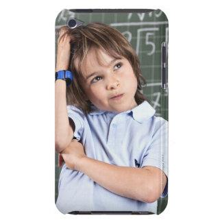 porträtt av den unga pojken i främre pof för iPod touch skal