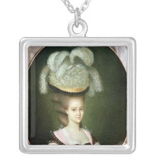 Porträtt av en dam i en hatt silverpläterat halsband