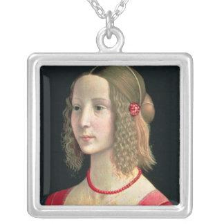 Porträtt av en flicka, c.1490 silverpläterat halsband