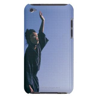 Porträtt av en japansk man i traditionella 4 iPod Case-Mate fodraler