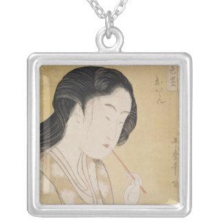 Porträtt av en kvinna silverpläterat halsband
