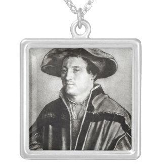 Porträtt av en man med en röd hatt, c.1530 silverpläterat halsband