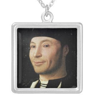 Porträtt av en okänd man silverpläterat halsband