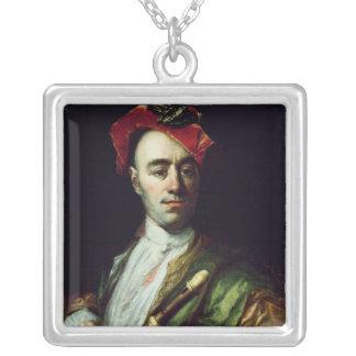Porträtt av en registreringsapparatspelare silverpläterat halsband
