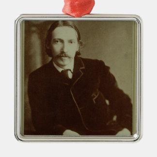 Porträtt av Robert Louis Balfour Stevenson (1850-9 Julgransprydnad Metall