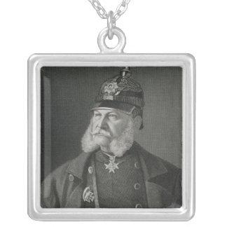 Porträtt av William som jag görar till kung av Pru Silverpläterat Halsband