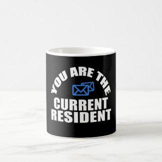 Posta carriercurrentinvånare kaffemugg