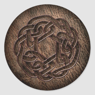 Präglad celtic prydnad på läder runt klistermärke