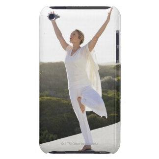Praktisera yoga 2 för mitt- vuxen kvinna iPod Case-Mate skydd