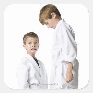 praktiseras kampsportar för ungdom fyrkantigt klistermärke
