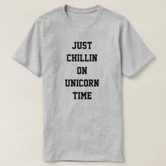 Precis Chillin på Unicorntid T-shirts