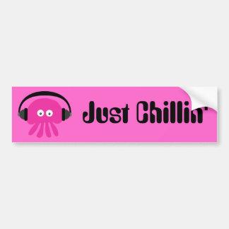 Precis Chillin rosa manet med hörlurar Bildekal