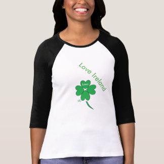 Precis den svartvita kalla gröna shamrocken tee shirt