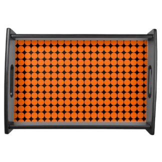 Pricker den svart polkaen för orangen modernt frukostbricka