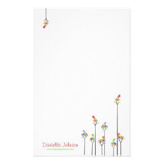 Pricker det färgrika roliga träd för nyckfulla brevpapper