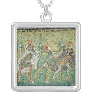 Processionen av de tre kungarna silverpläterat halsband