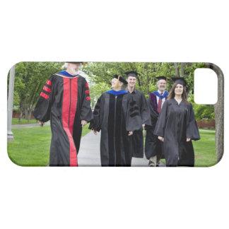 Professorer och studenter som går till studenten iPhone 5 Case-Mate fodral