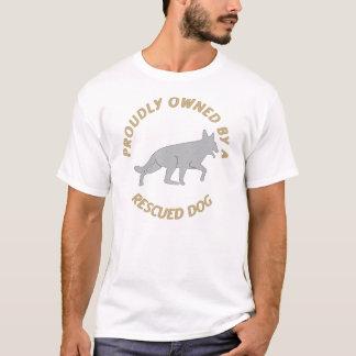 Proudly ägt av en T-tröja för räddinghund 11 T Shirts