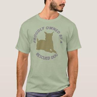 Proudly ägt av en T-tröja för räddinghund 27 T-shirts