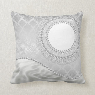 Pryder med pärlor damastast vit för silversatäng kudde
