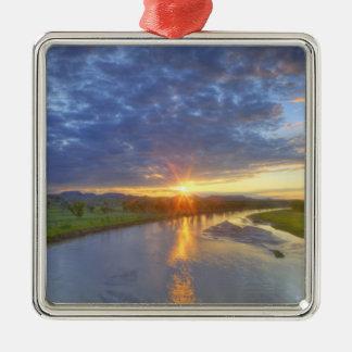 Pudrafloden fångar sist lätt i Custer Julgransprydnad Metall