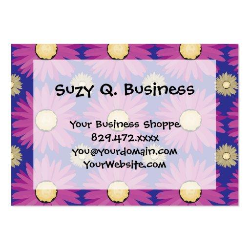 Purpurfärgad daisyblomma på blåttblommönster visit kort