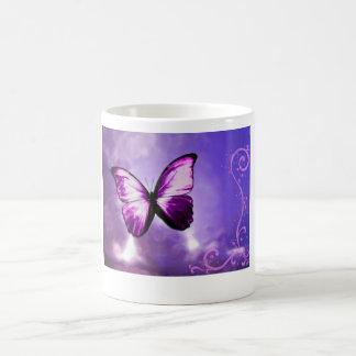 Purpurfärgad fjäril kaffemugg