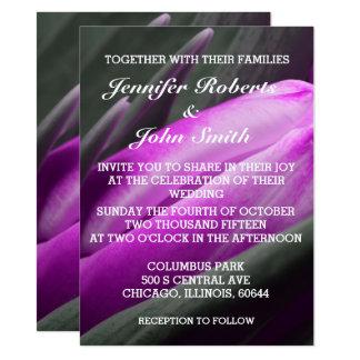 Purpurfärgad inbjudan för bröllop för coola för
