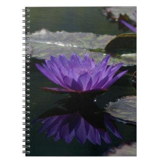 Purpurfärgad lotusblommanäckros anteckningsbok