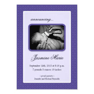Purpurfärgad nyfödd bebistillkännagivande för 12,7 x 17,8 cm inbjudningskort