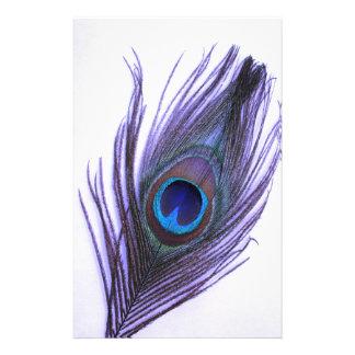 Purpurfärgad påfågelfjäder brevpapper