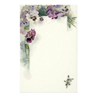 Purpurfärgad pansiesvintagebrevpapper brevpapper