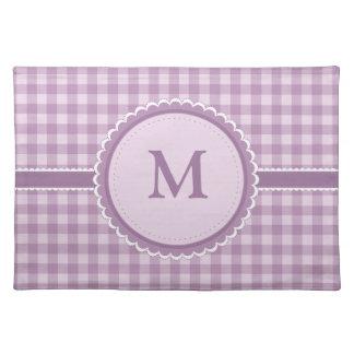 Purpurfärgad pläd med monogramen bordstablett