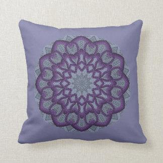Purpurfärgad Pryda med pärlor-work blomma Kudde
