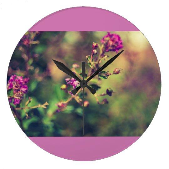 Purpurfärgad sommarnatur stor klocka