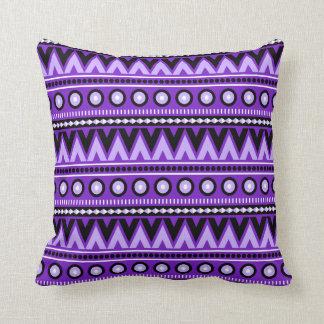 Purpurfärgad svartvit Aztec stilfull dekorativ Kudde