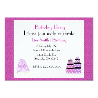 Purpurfärgad tårta- och presenterfödelsedagsfest 12,7 x 17,8 cm inbjudningskort