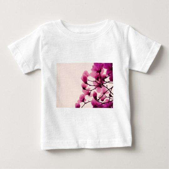 Purpurfärgade blommar tee shirts