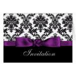 purpurfärgade damastast bröllopinbjudningar hälsnings kort