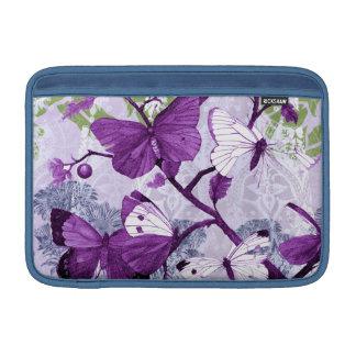 Purpurfärgade fjärilar på grenar MacBook sleeve