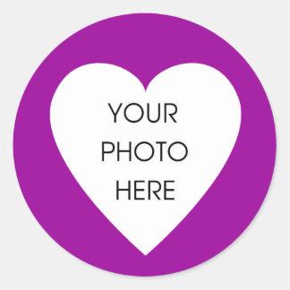 Purpurfärgade hjärtagränsklistermärkear runt klistermärke
